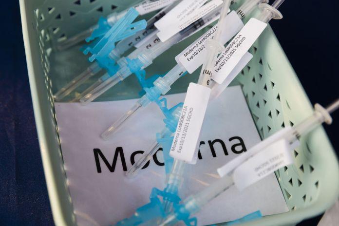 Moderna earnings vaccines stock
