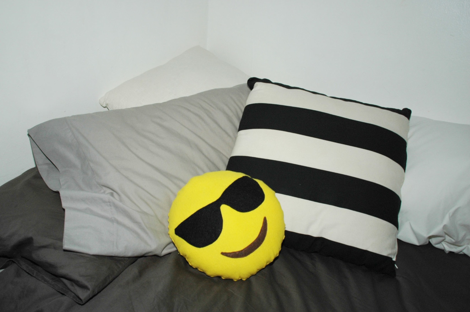make your own emoji pillow 10 steps