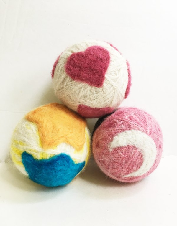 DIY Wool Dryer Balls With Needle Felted Designs : 5 Steps - Instructables