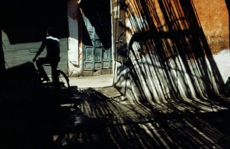 In the Shade – shapes and shadows by Magnum photographers