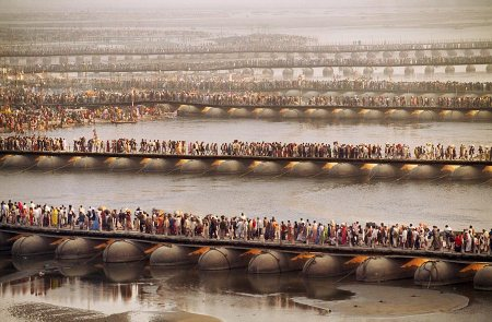 The simple act of waiting – photos by Steve McCurry