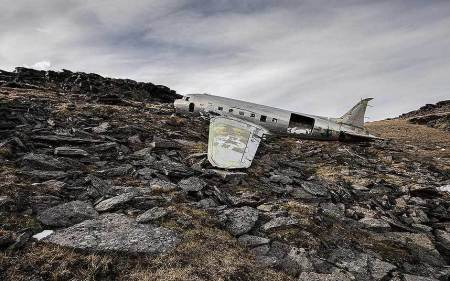 Happy End: photographs of miraculous aeroplane crashes