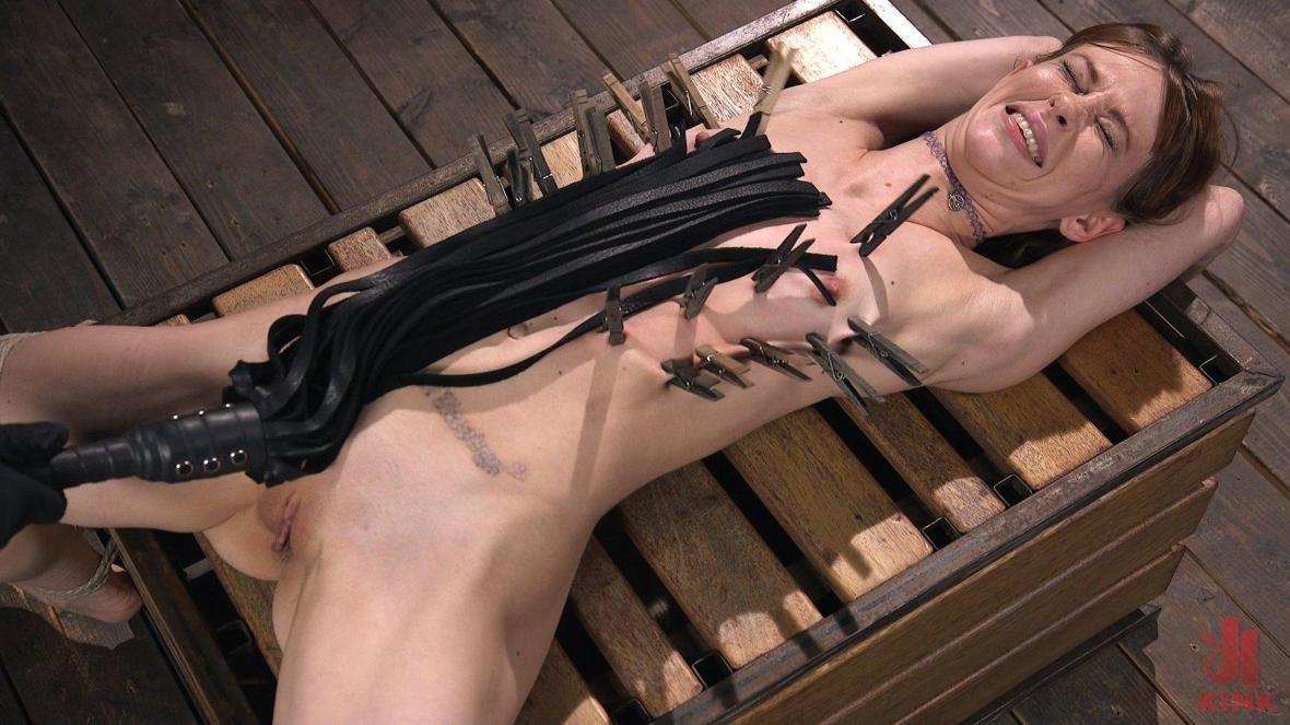 红头的绳子贱人变得残酷,并且变得昏昏欲睡 - 指法