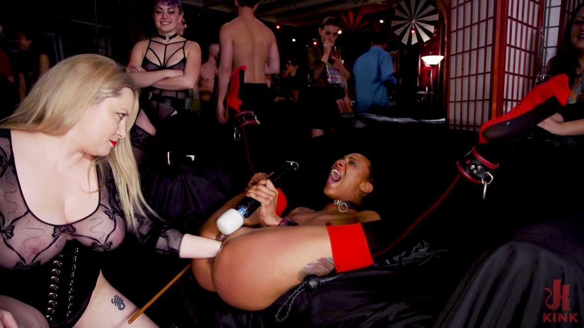 受虐狂的肛门爱在BDSM球上全部爱上 - 扭结BDSM