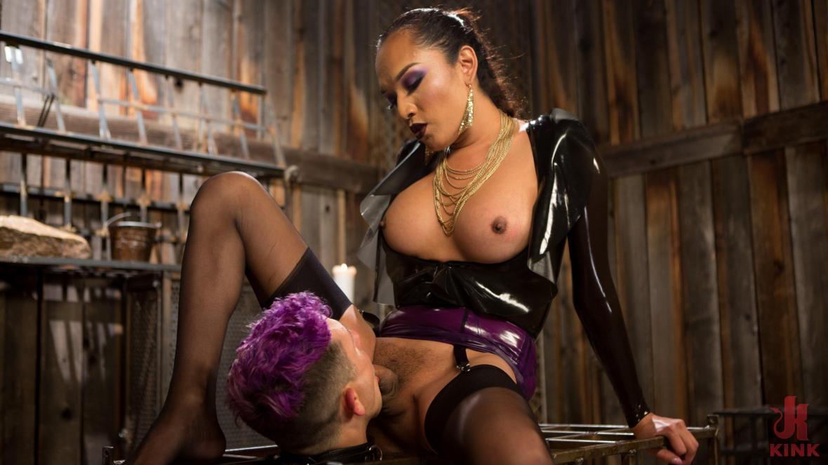 Out Foxed 2: Big Boss становится темницей Anal Whore -