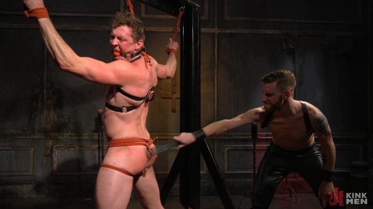 गलियारे हार: मांसल स्टड पिएर्स पेरिस मारो और पैर गड़बड़ हो जाता है - समलैंगिक