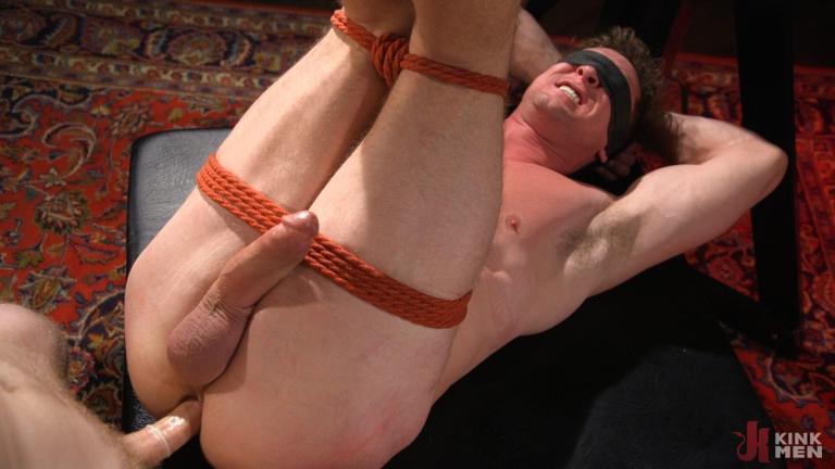 गलियारे हार: मांसल स्टड पिएर्स पेरिस मारो और पैर गड़बड़ हो जाता है - KinkMen