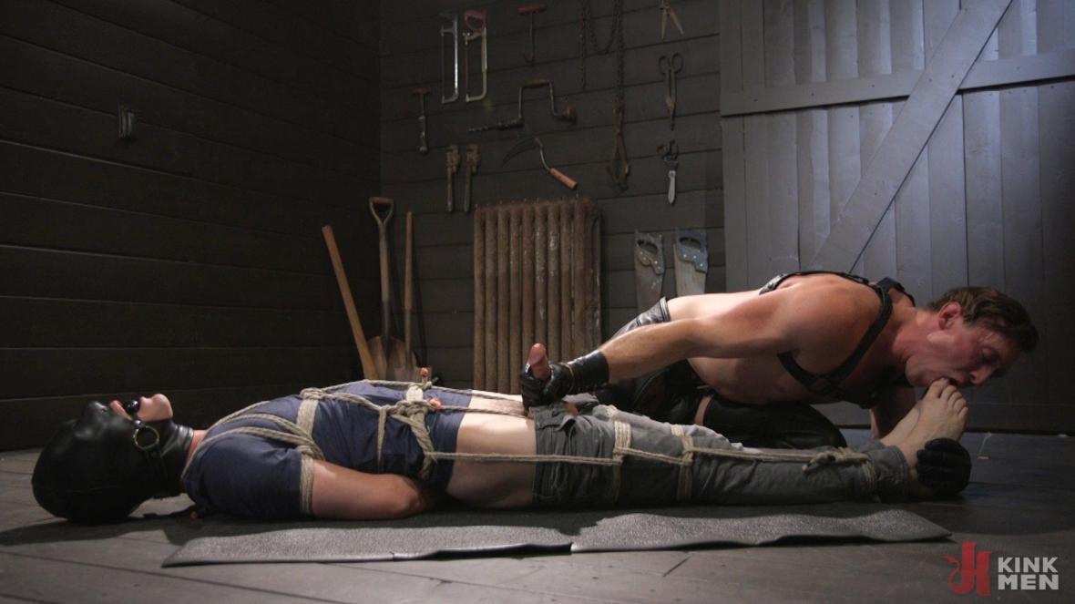 Pierce Paris Manhandles Tony Orlando - submission