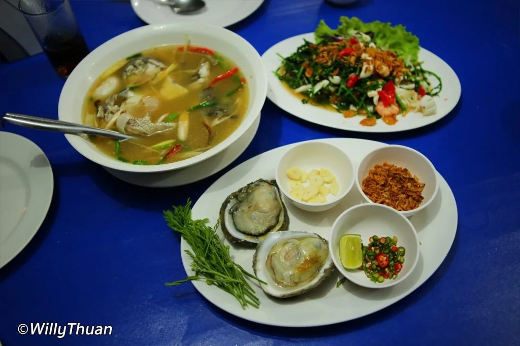 phuket-floating-restaurant-food