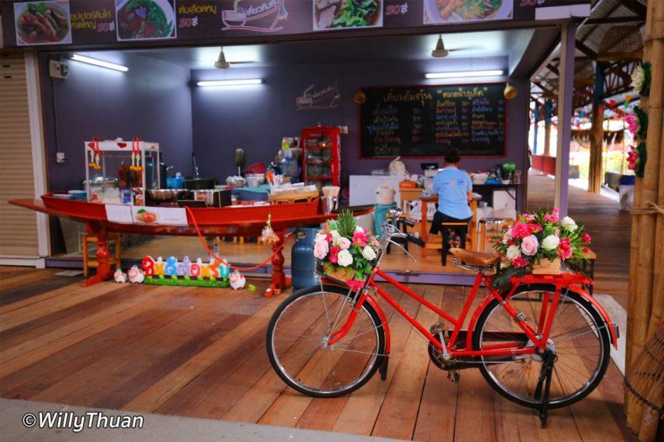 phuket-floating-market-shopping