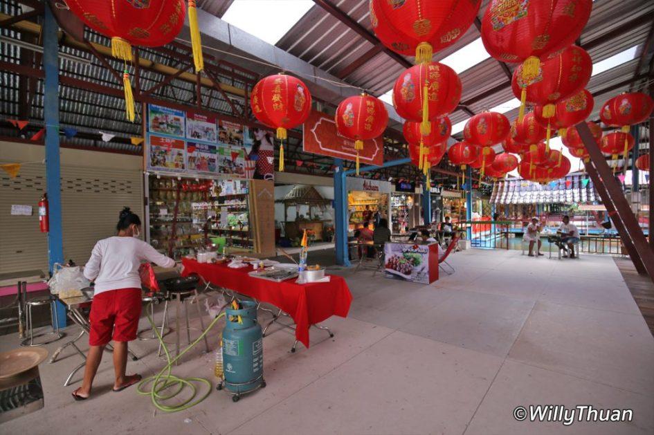 phuket-floating-market-food