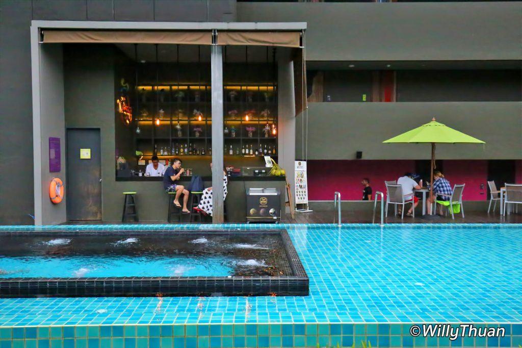 Nook Dee Hotel Swimming Pool