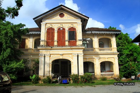 old-mansion