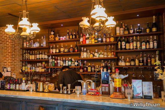 The bar at Tu Kab Khao