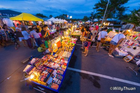 boat-avenue-night-market-bangtao1