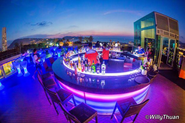 kee-resort-rooftop-main-bar