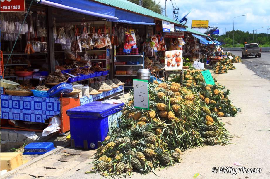Shops at the Sarasin bridge