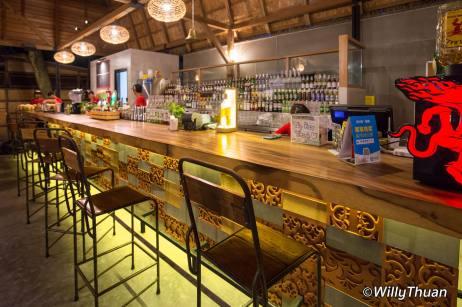 naughty-nuri-phuket-bar