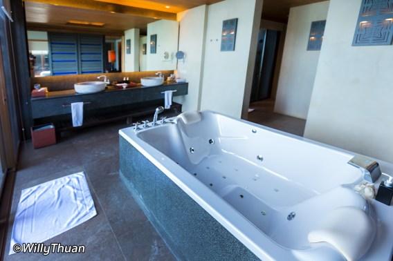sri-panwa-bathroom