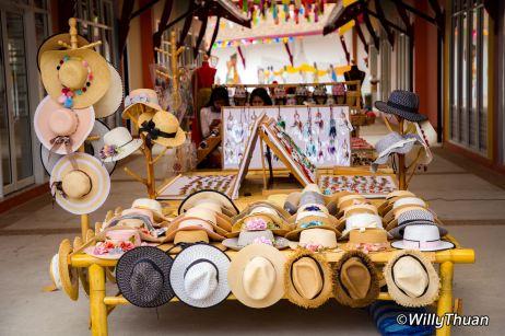 maneekram-floating-market-shopping