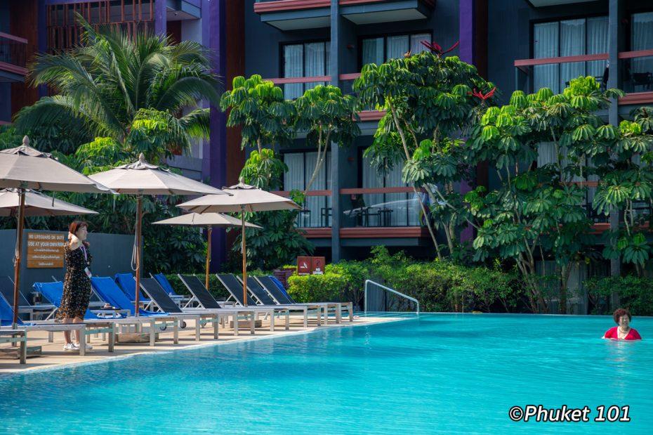 holiday-inn-express-patong-pool-1