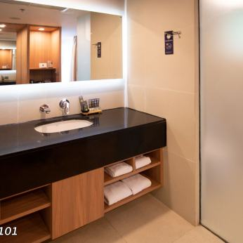 novotel-kamala-bathroom