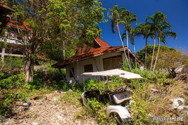 maiton-island-old-bungalows