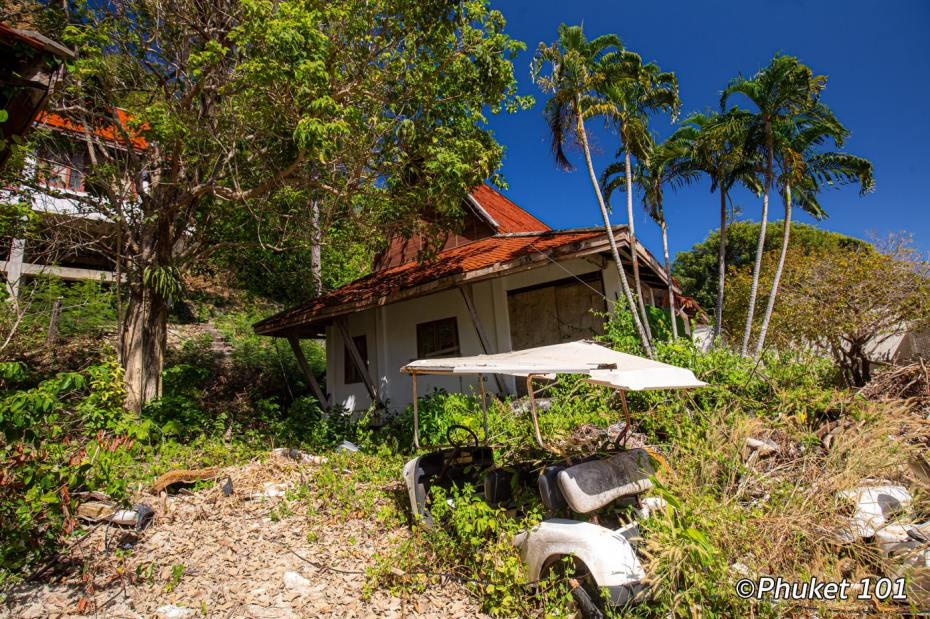 maiton-island-old-bungalows