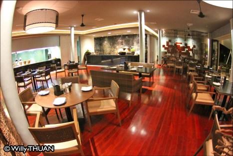 hyatt-pool-restaurant