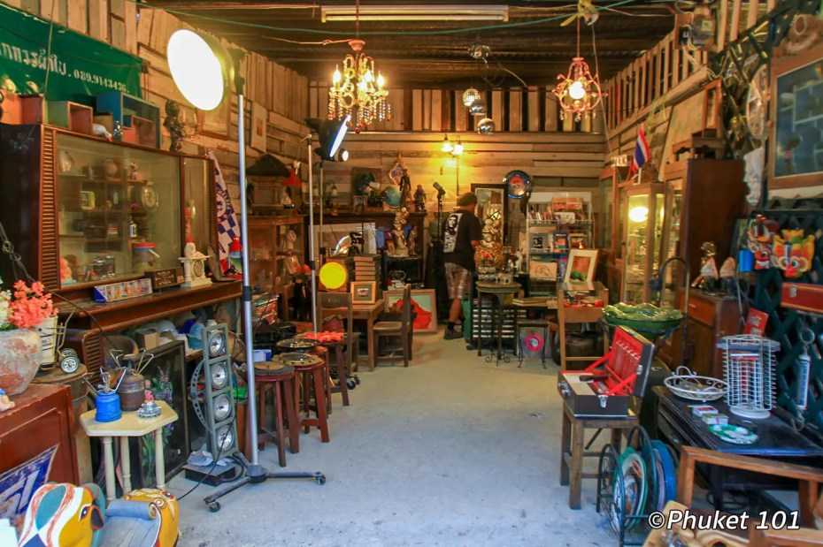 rod-fai-night-market-bangkok-4