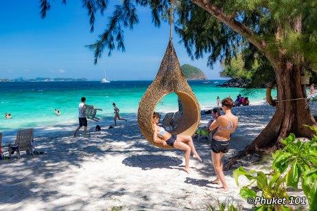 coral-island-selfie