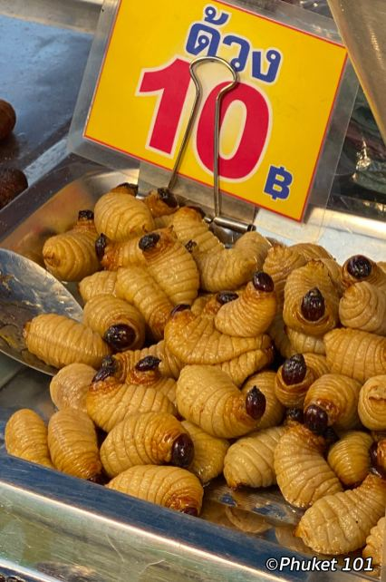 kor-jaan-night-market-worms