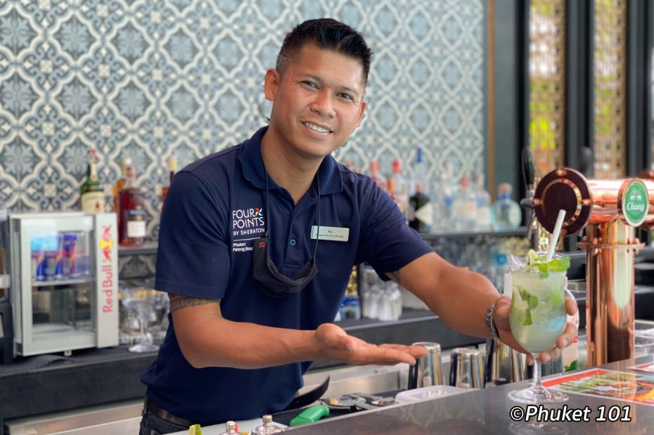 four-points-sheraton-phuket-pool-bar