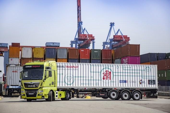 "Hamburg TruckPilot"" celebrates success: Prototype trucks prove themselves in autonomous prac-tical tests"