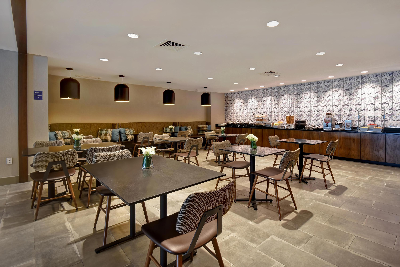 https www kayak com newton hotels crowne plaza boston newton 38388 ksp
