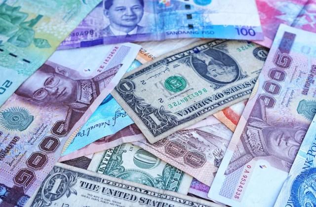 Dolar Amerika Serikat adalah salah satu mata uang paling aman untuk dibawa ke negara mana pun untuk ditukarkan