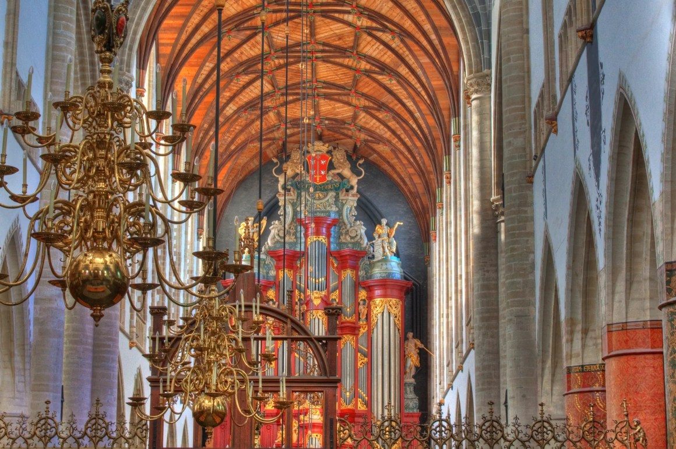 Binnenin de Sint Bavo Basiliek, Haarlem