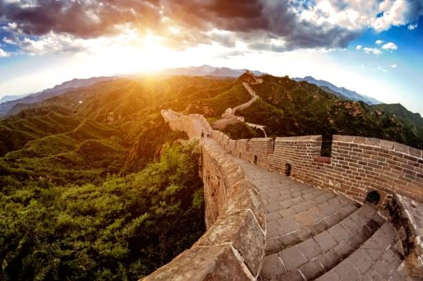 A Grande Muralha da China é sem dúvida um dos lugares mais fascinantes da Terra.
