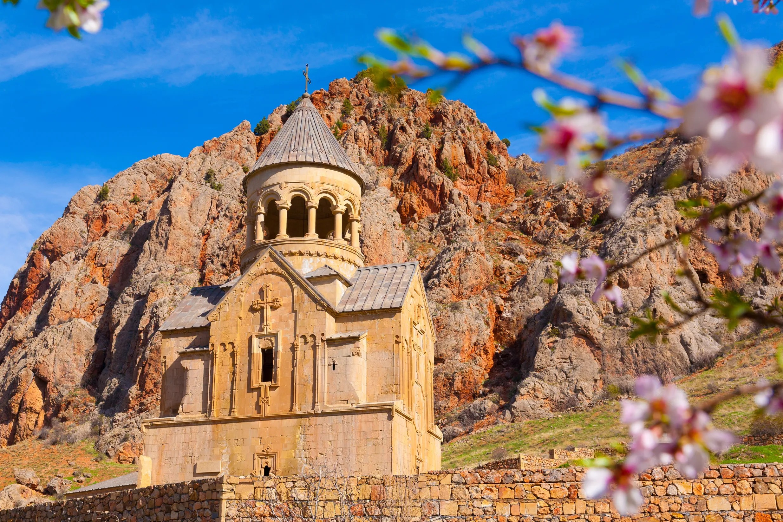 Noravank kloster 122 km fra Yerevan, på kanten av en smal svingete kløft av elven Arapa nær byen Egregadzor i Armenia