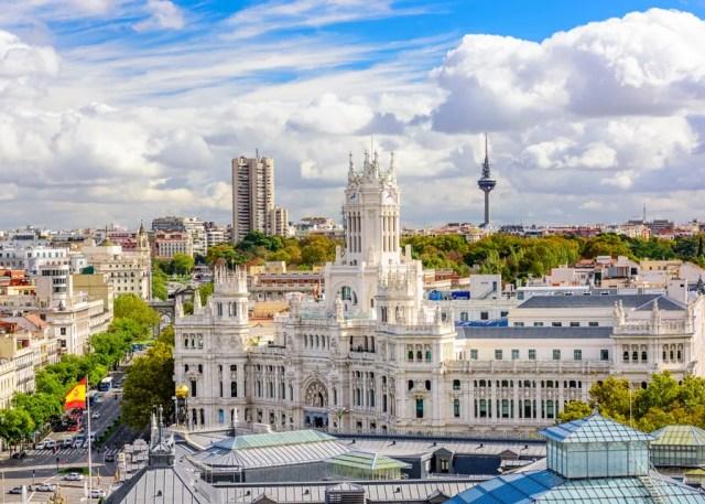 Foto de Madrid, com destaque para o prédio do Quartel General do Exército da Espanha, um dos países mais visitados do mundo.