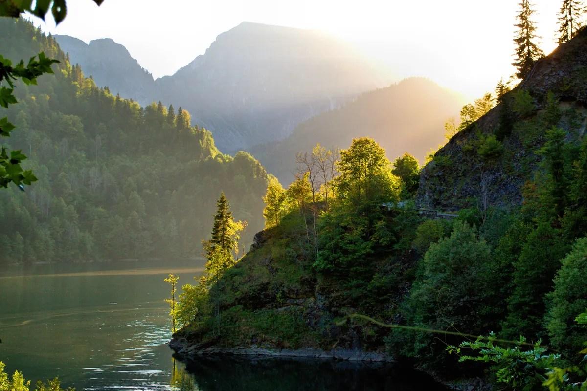 Billigste rekreasjonsland - ABKHAZIA og ikke bare. I bildet - Ritsa Lake