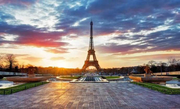 Hop-on hop-off tours in Paris, France