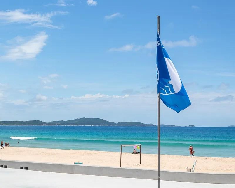 Bandeira Azul na Orla da Praia do Peró em Cabo Frio