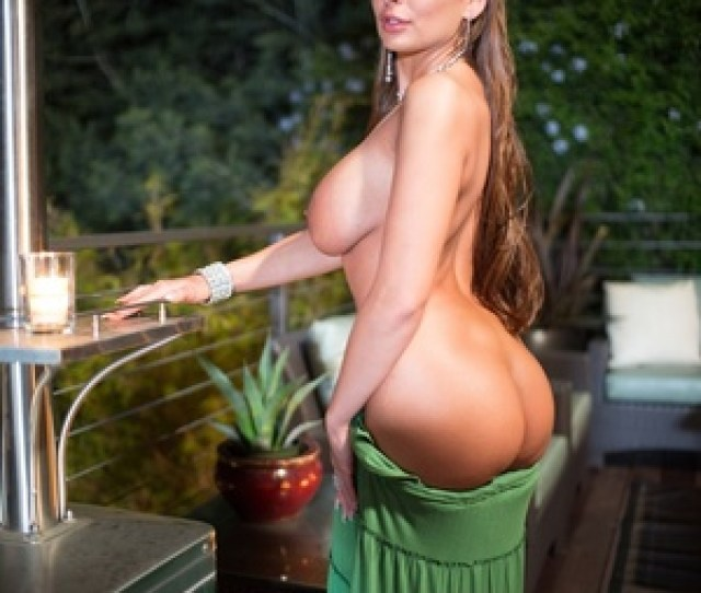 Curvy Milf Lady Gets Fucked On The Balco Picture 3