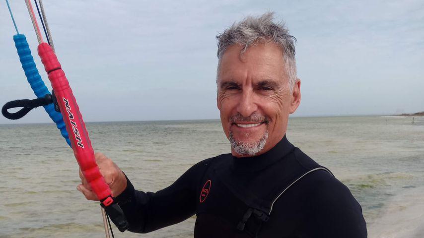 https www promiflash de news 2021 03 12 der stargate star cliff simon 58 stirbt nach kite unfall html