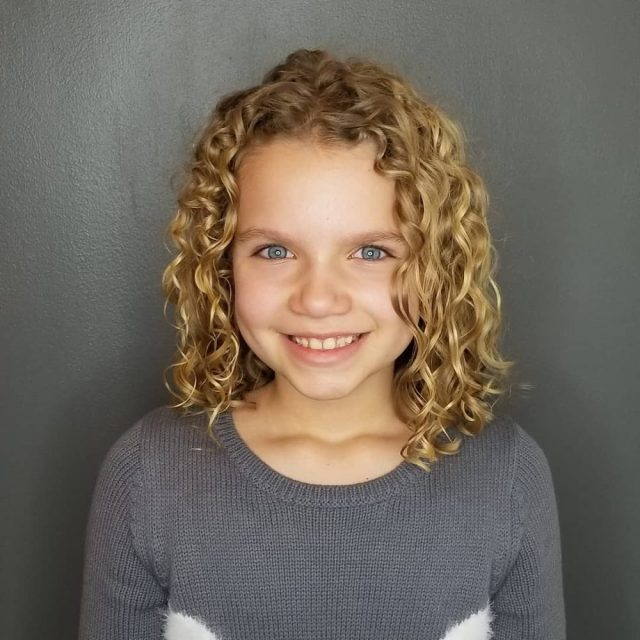 21 easy hairstyles for girls with curly hair - little girls