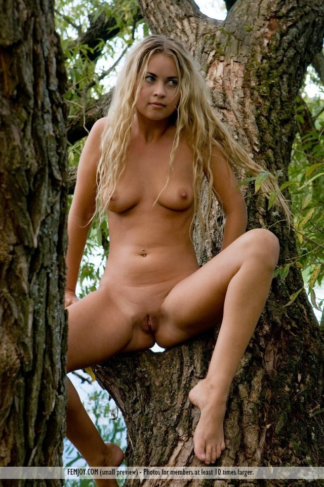 Outdoor Teen Nudity By The River Picture 1