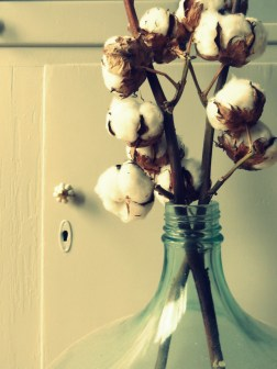 Recycled glass cotton balls