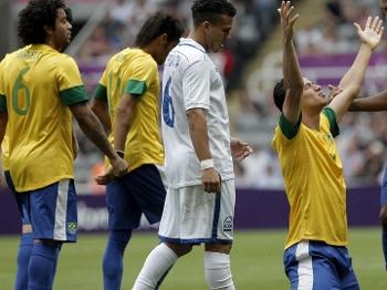 Leandro Damião comemora o gol da virada: alívio para o Brasil