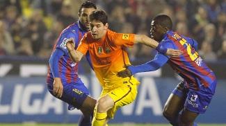 Messi escapa da marcação de atletas do Levante